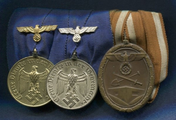 Germany III Reich. Bar with 3 Medals: - Medal 4 Years of Service in the Wehrmacht - Medal 12 Years of Service in the Wehrmacht - West Wall Medal. German award second world war.