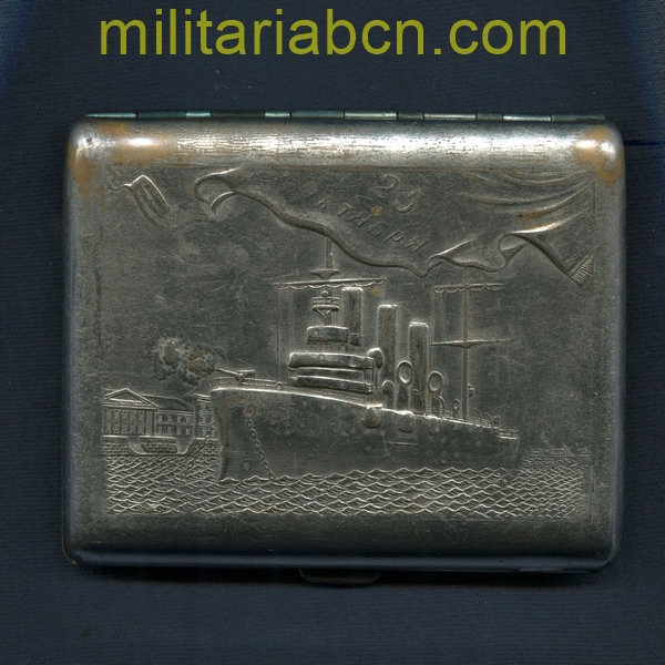 USSR Cigarette case with the representation of the Aurora Cruise. militariabcn.com