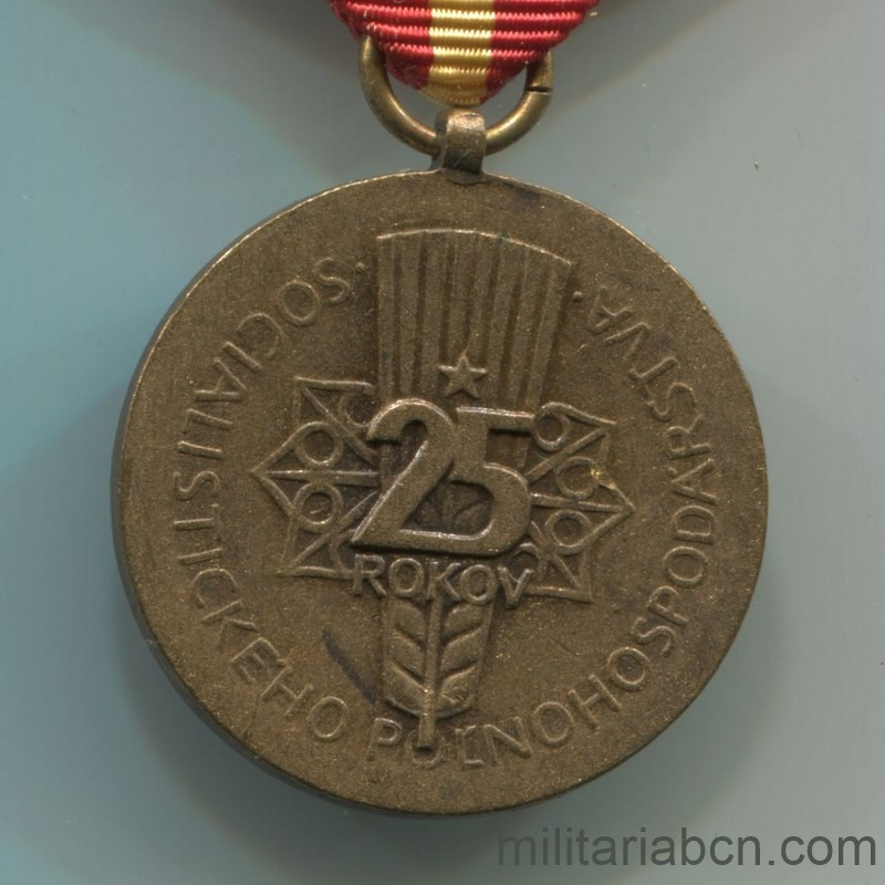 Militaria Barcelona Socialist Republic of Czechoslovakia. 25th Anniversary Medal of the Slovak Agricultural Federation. Reverse