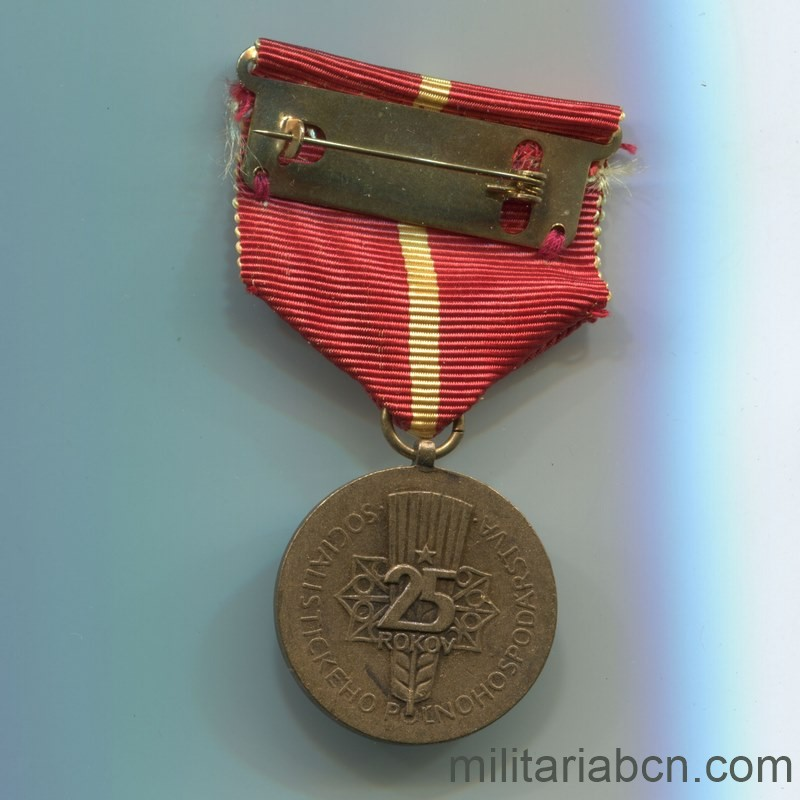 Militaria Barcelona Socialist Republic of Czechoslovakia. 25th Anniversary Medal of the Slovak Agricultural Federation. Reverse complet