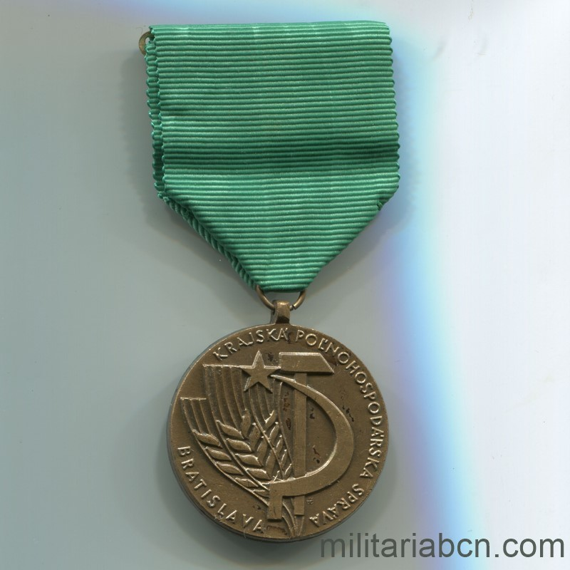 Militaria Barcelona Socialist Republic of Czechoslovakia. Medal for the Development of the Agrarian Administration of Bratislava.