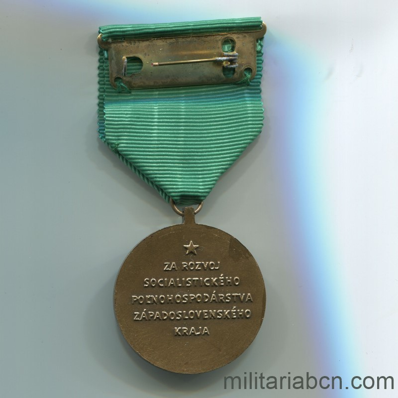 Militaria Barcelona Socialist Republic of Czechoslovakia. Medal for the Development of the Agrarian Administration of Bratislava. Reverse