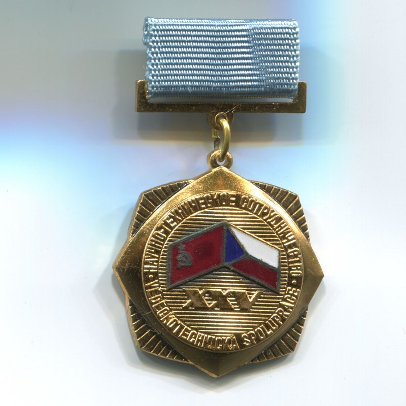 Militaria Barcelona. Socialist Republic of Czechoslovakia. Medal of the 15th Anniversary of Scientific and Technical Cooperation. Czechoslovakia USSR 1947-1972. Complet