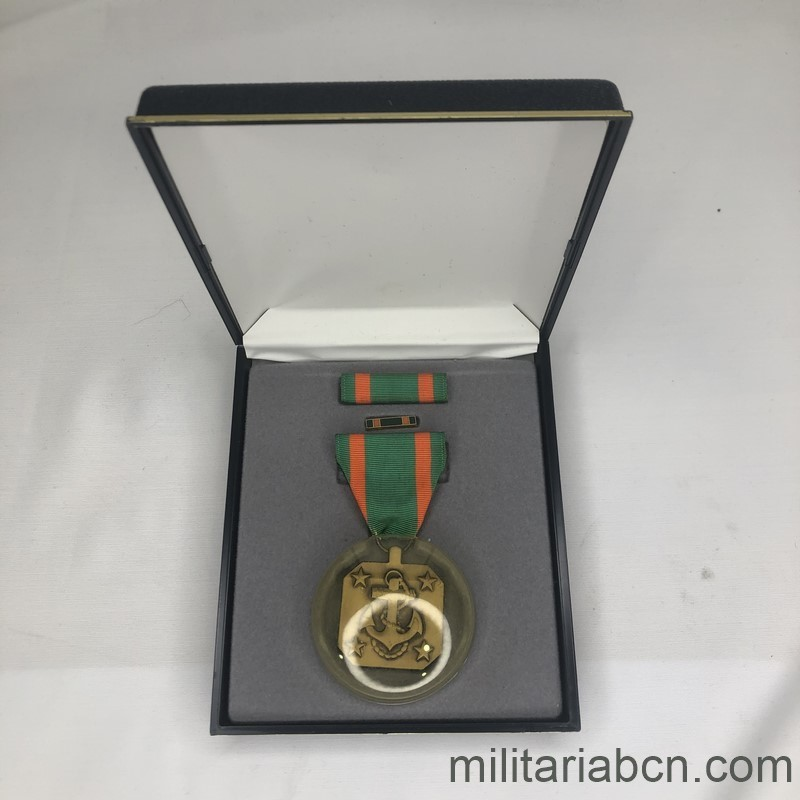 Militaria Barcelona USA. Navy Achievement Medal.  Box open 2