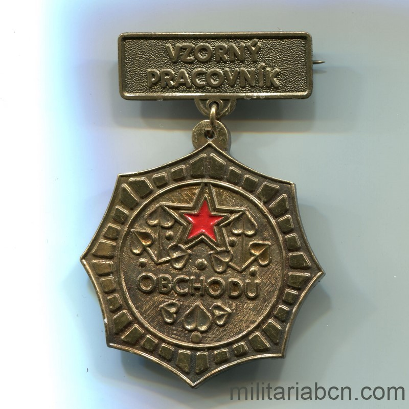 Militaria Barcelona Socialist Republic of Czechoslovakia. Exemplary Worker Medal of the Ministry of Labor and Commerce OBCHODU. With lapel badge and original box. Medal
