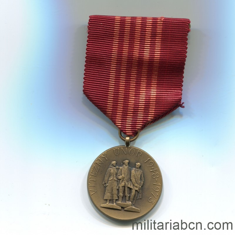 Militaria Barcelona Socialist Republic of Czechoslovakia. Medal of the 25th Anniversary of the Socialist Republic 1948-1973. With pin, box and award document Ribbon
