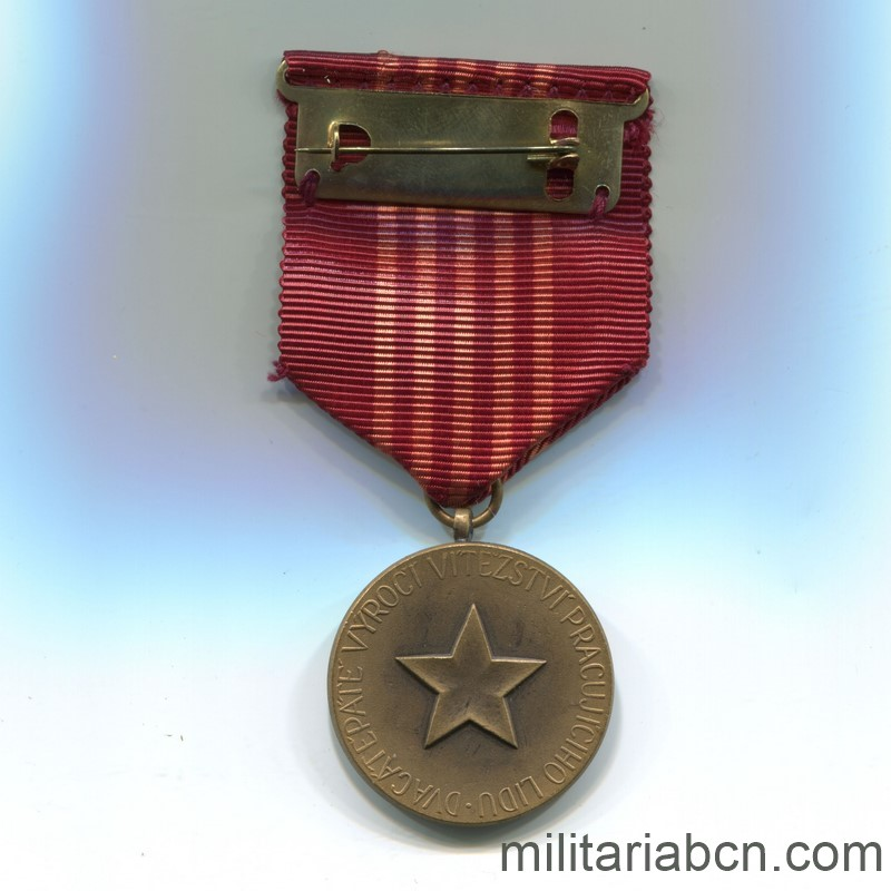 Militaria Barcelona Socialist Republic of Czechoslovakia. Medal of the 25th Anniversary of the Socialist Republic 1948-1973. With pin, box and award document Ribbon reverse