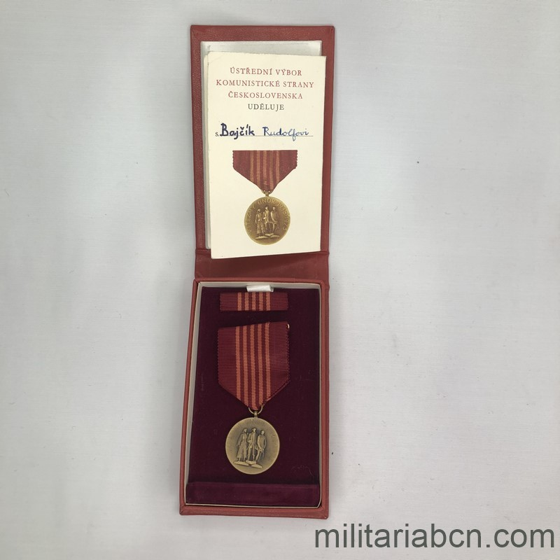 Militaria Barcelona Socialist Republic of Czechoslovakia. Medal of the 25th Anniversary of the Socialist Republic 1948-1973. With pin, box and award document