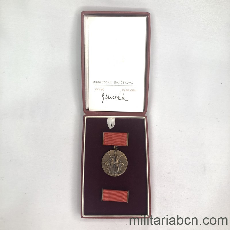 Militaria Barcelona Medal of the 30th Anniversary of the Union with the Soviet Army for the Liberation of Czechoslovakia. 1944-1974.