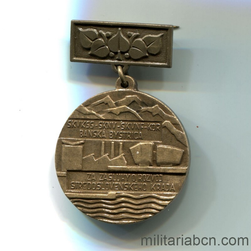 Militaria Barcelona Czechoslovak Socialist Republic. Medal of Merit for the Development of the Central Slovakia. Breast medal