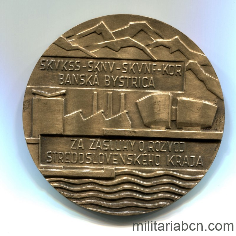 Militaria Barcelona Czechoslovak Socialist Republic.  Medal of Merit for the Development of the Central Slovakia. Hand medal