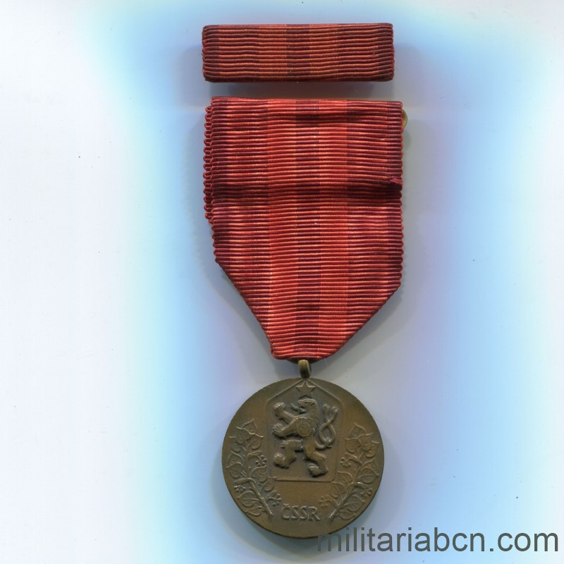 Militaria Barcelona Czechoslovak Socialist Republic. Medal for Service to the Fatherland 1960-1989. With pin. Ribbon
