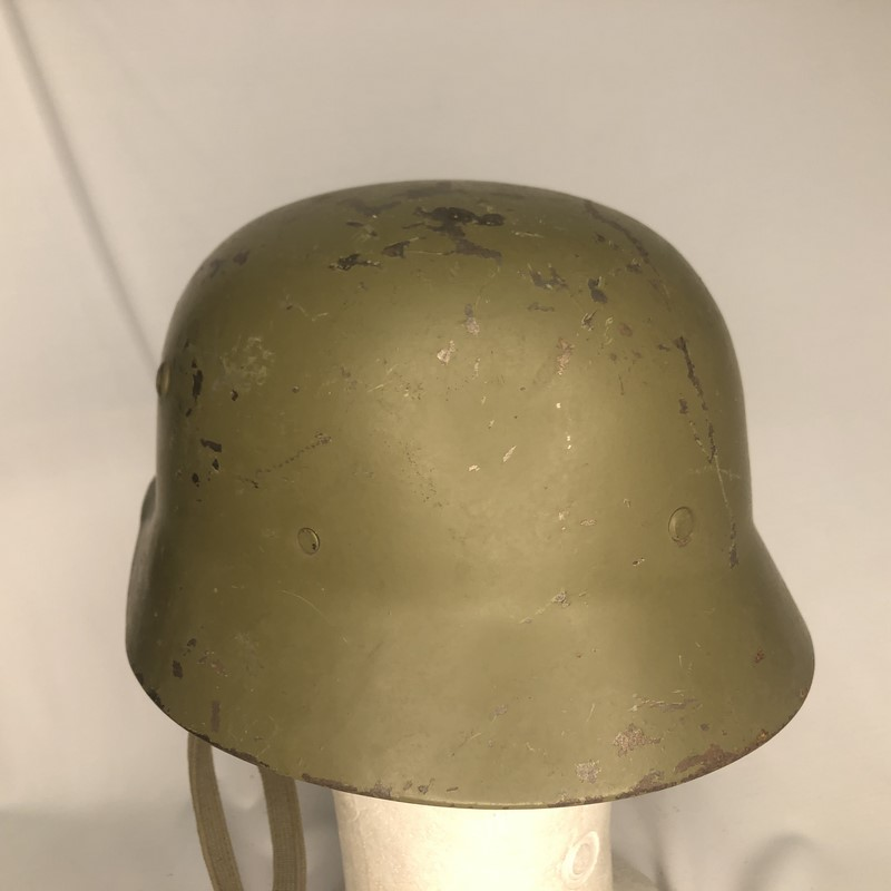 Militaria Barcelona Germany III Reich. M35 helmet with Spanish interior, 2nd model. It was ceded to Spain during the Civil War by the Condor Legion and later recovered by the Spanish Army. Rear