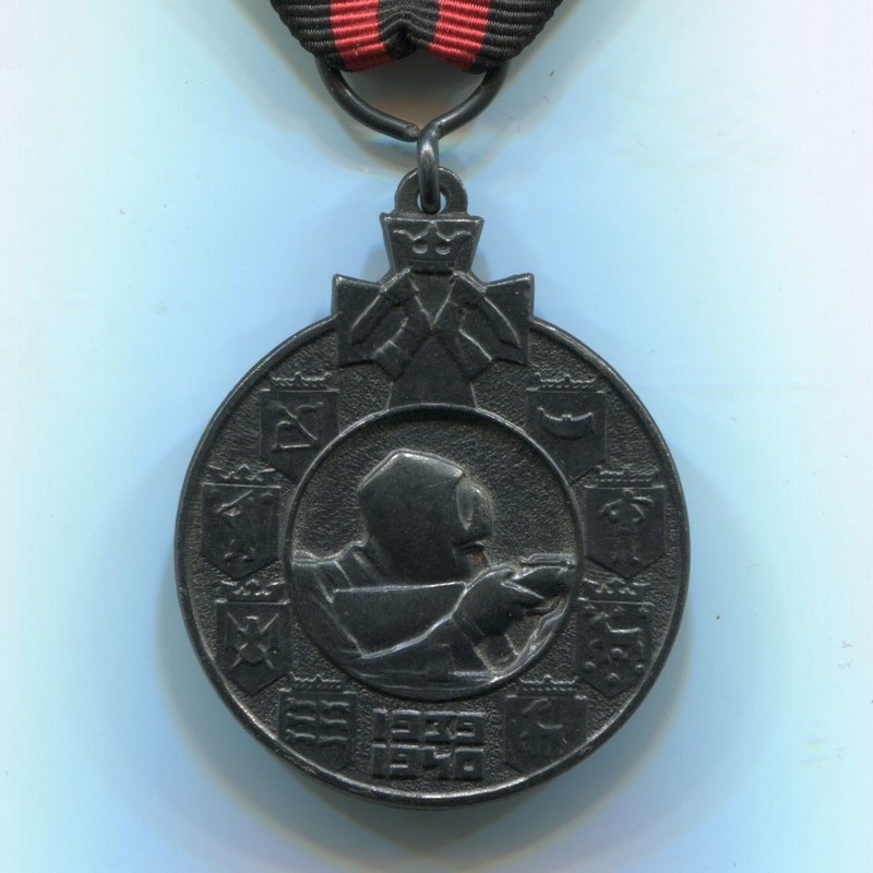 Militaria Barcelona Finland. Medal of the Winter War against the USSR 1939-1940. With Kenttäarmeija pin and two swords