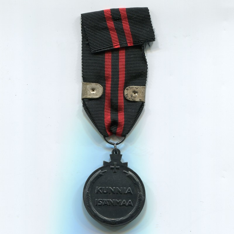 Militaria Barcelona Finland. Medal of the Winter War against the USSR 1939-1940. With Kenttäarmeija pin and two swords Ribbon reverse