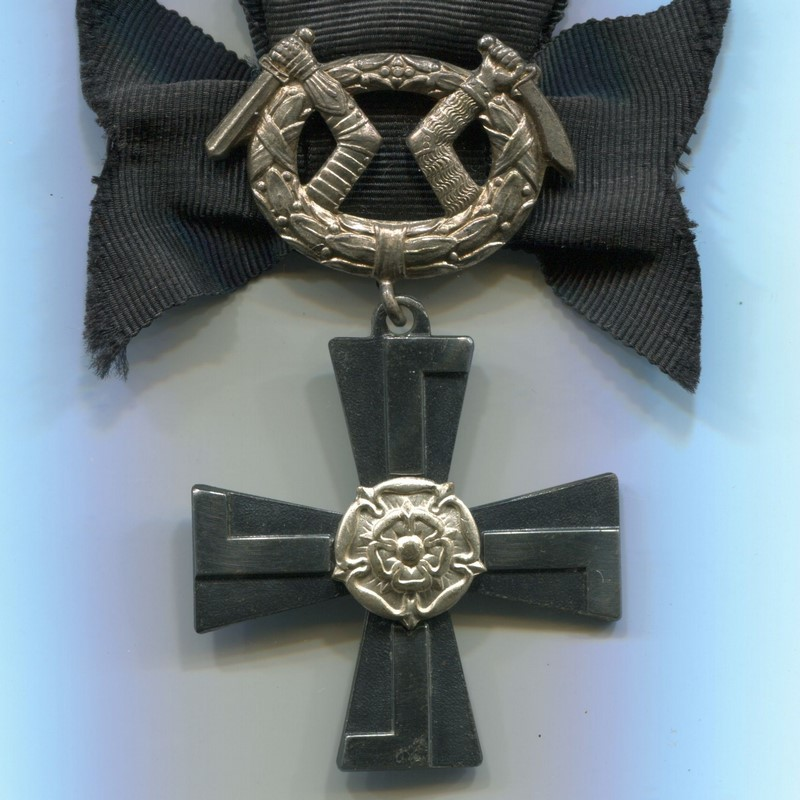 Militaria Barcelona Order of the Cross of Liberty, Mourning Cross. Was awarded to the relatives of service personnel killed in war.