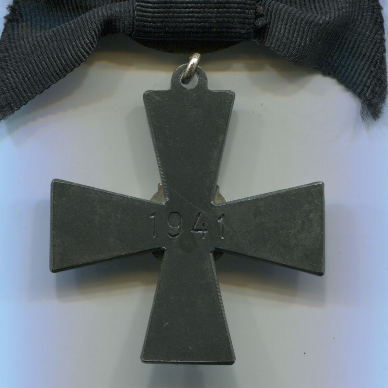 Militaria Barcelona Order of the Cross of Liberty, Mourning Cross. Was awarded to the relatives of service personnel killed in war. Reverse