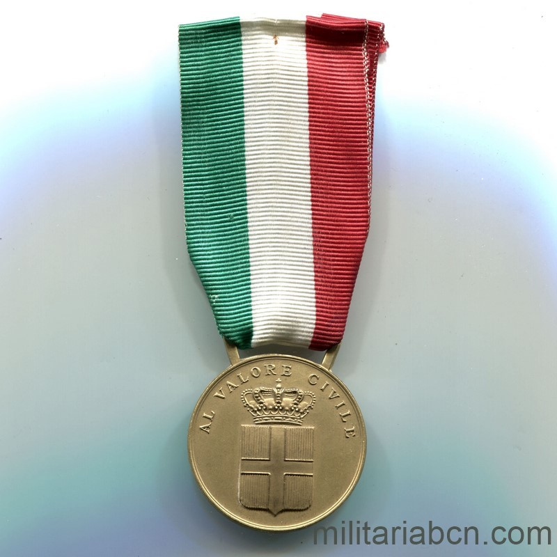 Militaria Barcelona  Italy. Civil Valor Medal. Gold version .Period Vittorio Emanuele III. ribbon