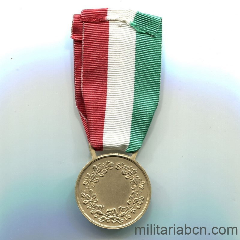 Militaria Barcelona  Italy. Civil Valor Medal. Gold version .Period Vittorio Emanuele III. ribbon reverse