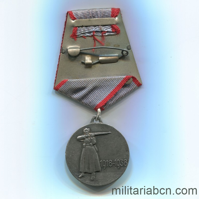 Militaria Barcelona USSR Soviet Union Medal of the XX Anniversary of the Red Army of Workers and Peasants (RKKA). Awarded in 1938. Type 2. Silver. Weight 23.4g The vertical scratching of the lawn is appreciated, distinctive of the originals. ribbon reverse