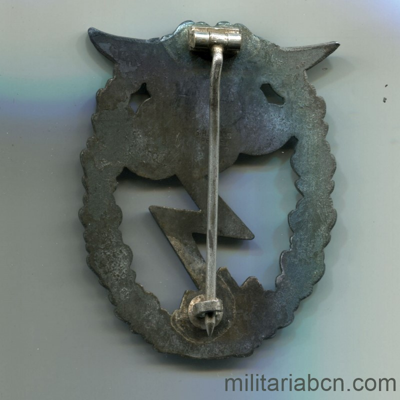 Militaria Barcelona Germany III Reich. Luftwaffe. Ground Assault Badge. Edrkampfabzeichen. Marked GH Osang Dresden. reverse