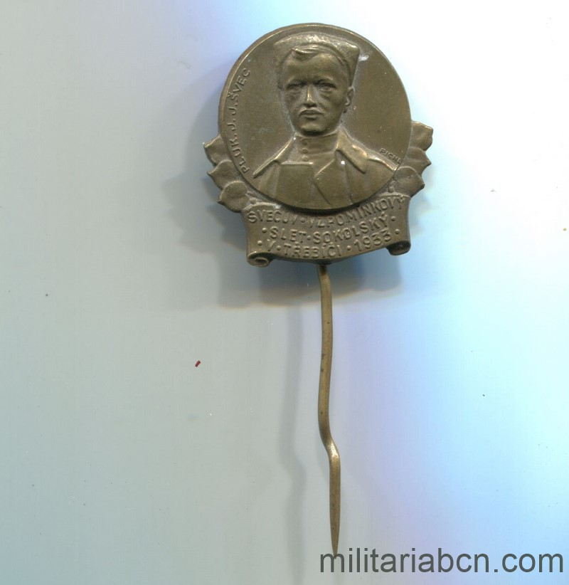 Militaria Barcelona Czechoslovak Republic.  1918-1938.  Sokol 1933 badge.