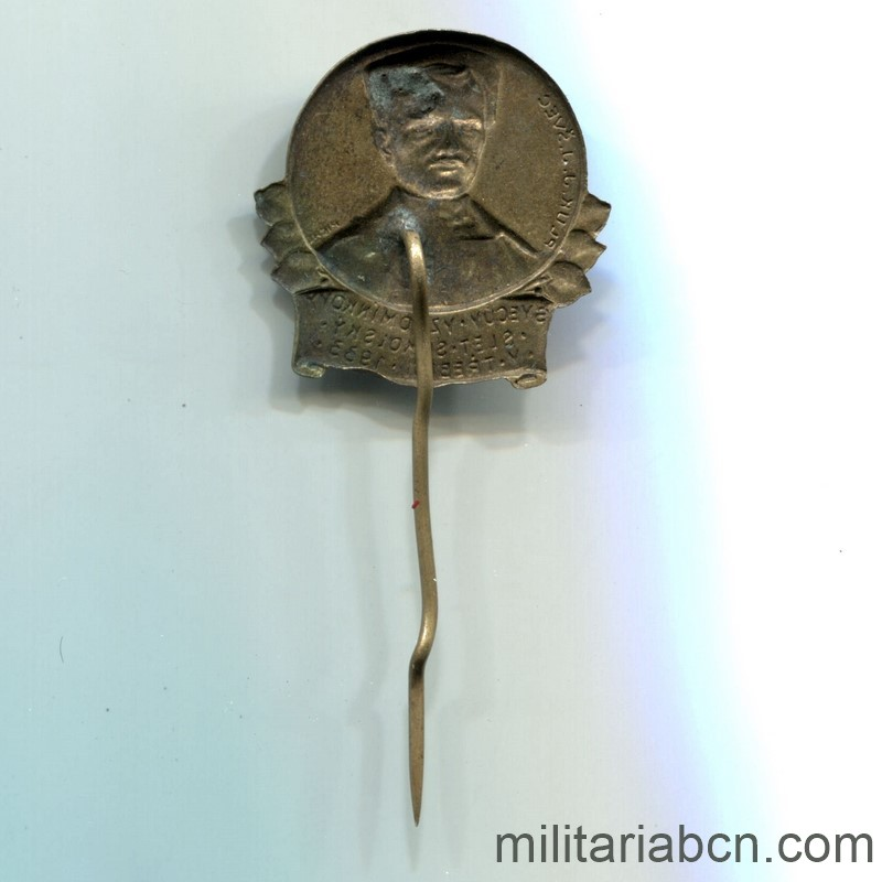 Militaria Barcelona Czechoslovak Republic.  1918-1938.  Sokol 1933 badge. reverse