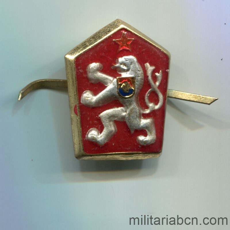 Militaria Barcelona Czechoslovak Republic. Army cap badge. Socialist era