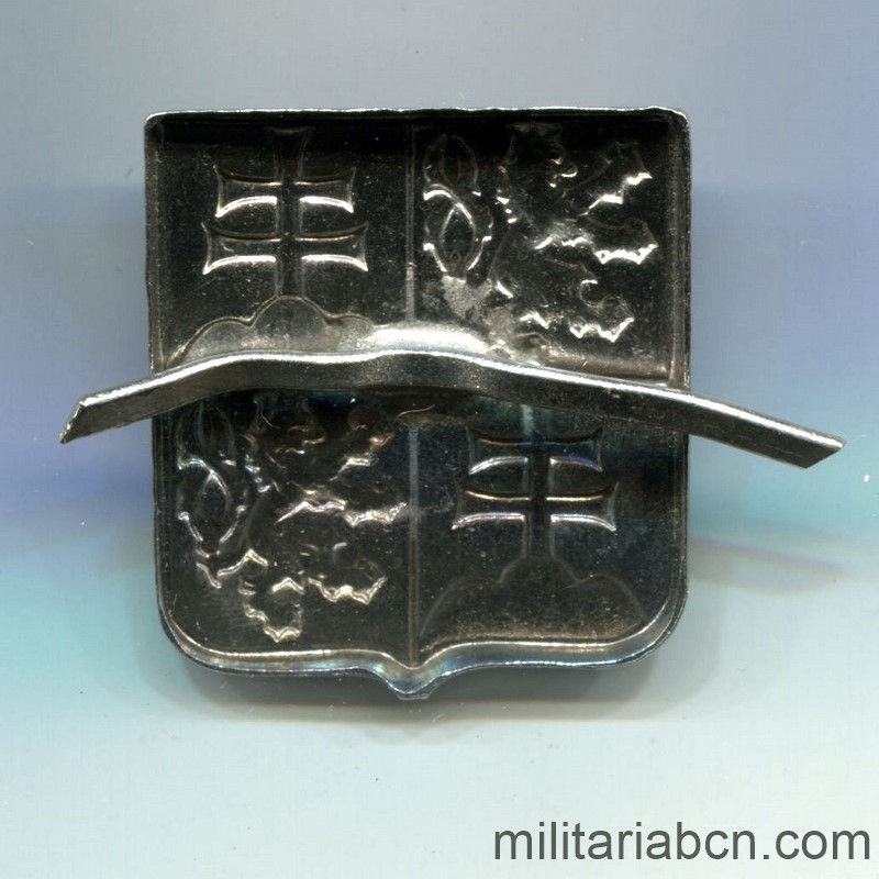 Militaria Barcelona Czechoslovak Republic. Army cap badge. 1990 model. reverse
