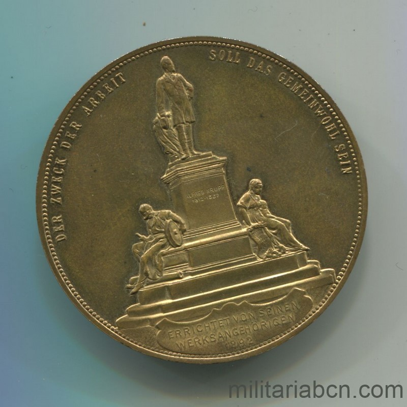Militaria Barcelona Germany. Commemorative medal of Alfred and Friedrich Albert Krupp. 1892. Golden bronze. 42 mm reverse