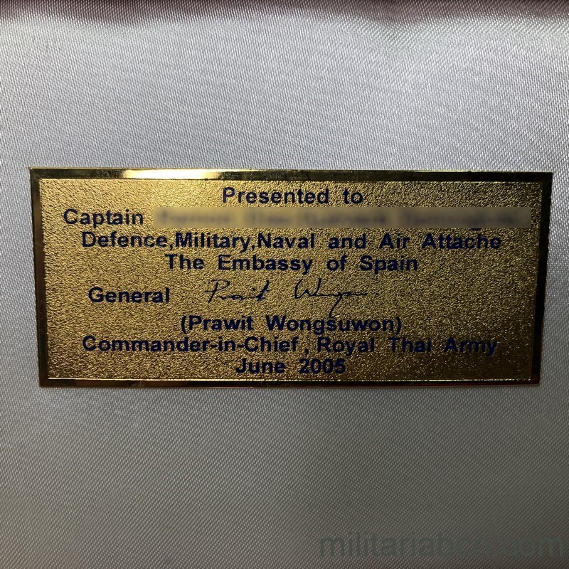 Militaria Barcelona Militaria Barcelona Thailand Army Officer Gala Dagger With presentation box awarded to a Captain of the Spanish Navy. plaque