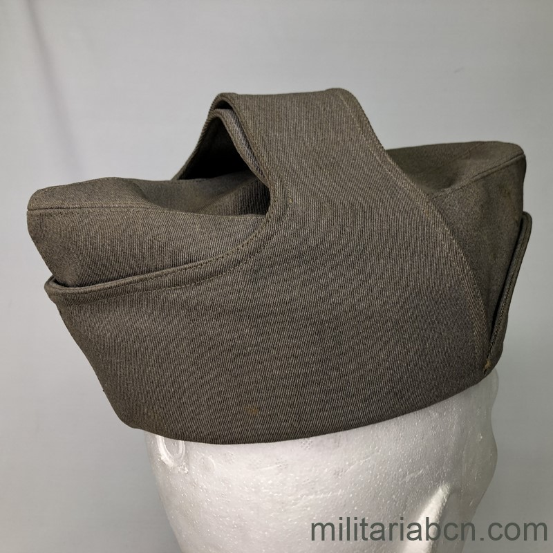 Militaria Barcelona Cap or Italian Bustina of Lieutenant Colonel of Infantry. Spanish Civil War and World War 2. Period Vittorio Emanuele III. Manufactured by L. Beretta & Co. right