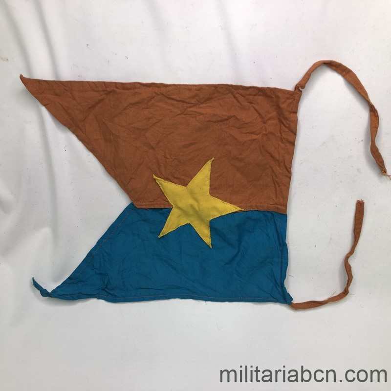 Militaria Barcelona Pennant of the People's Army of Vietnam. Viet Cong. 31 x 25 cm