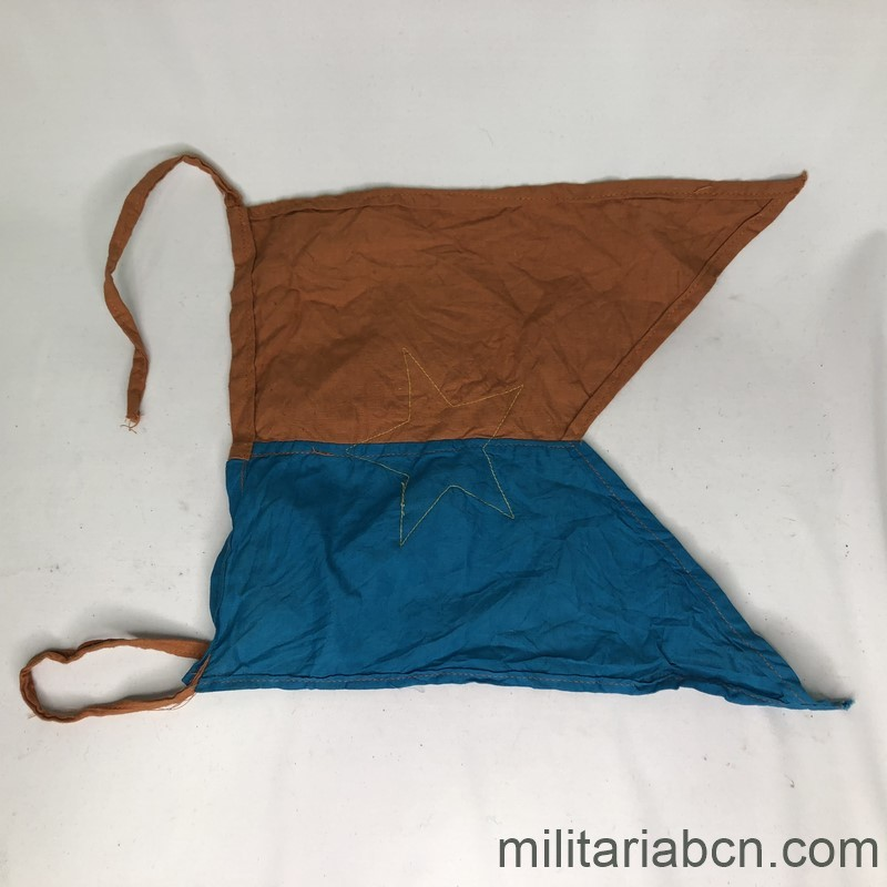 Militaria Barcelona Pennant of the People's Army of Vietnam. Viet Cong. 31 x 25 cm reverse