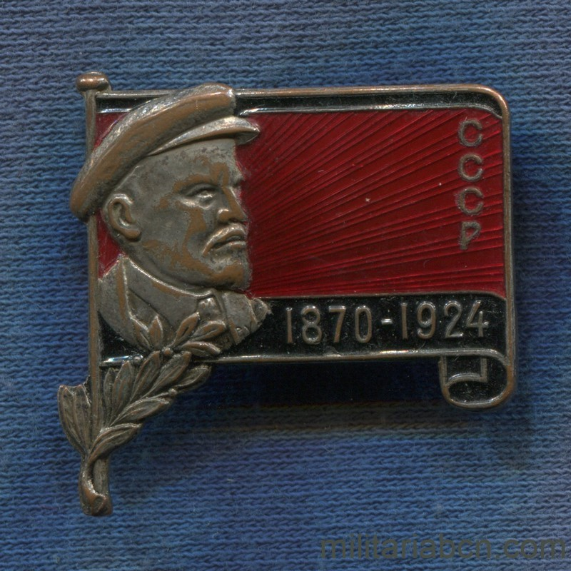 Militaria Barcelona USSR  Soviet Union.  Badge for Lenin's funeral.  1924 year.  Variant with cap, laurels and flag fold.