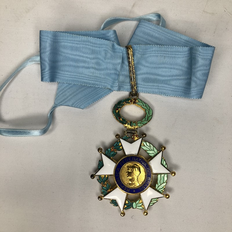 Militaria Barcelona Federative Republic of Brazil. Grand Officer's Breast badge and Cross of the Southern Cross. Model 1968. With box of origin. Made of silver by H. Stern. cross