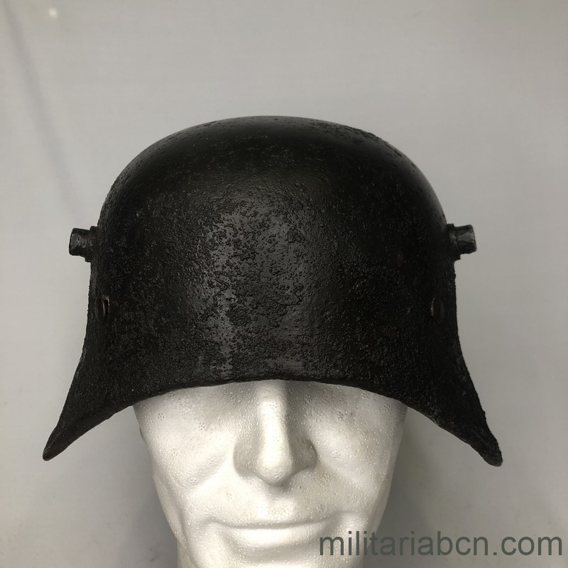 Militaria Barcelona  German Tanker helmet. Deutscher Stahlhelm, Typ M18 for Panzerfahrer. 1st World War.  Stahlhelm M18 ohne Vorderschirm.  Version for tank crew of the German helmet model 1918. front