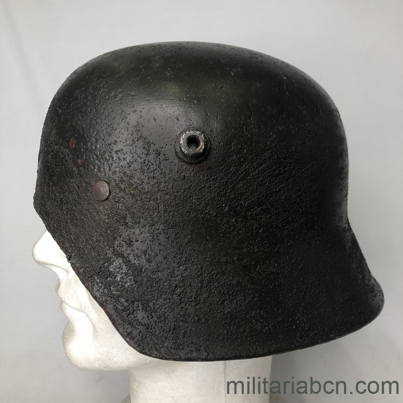 Militaria Barcelona  German Tanker helmet. Deutscher Stahlhelm, Typ M18 for Panzerfahrer. 1st World War.  Stahlhelm M18 ohne Vorderschirm.  Version for tank crew of the German helmet model 1918. left