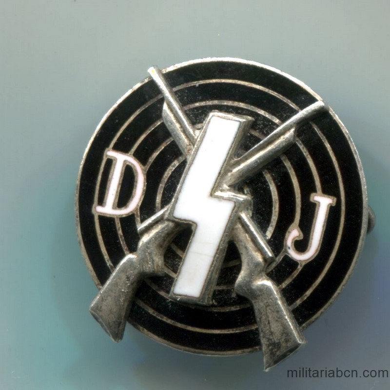 Germany III Reich. Deutsches Jungvolk Shooting Badge. Marked RZM M1 / 52. Made by Deschler & Sohne