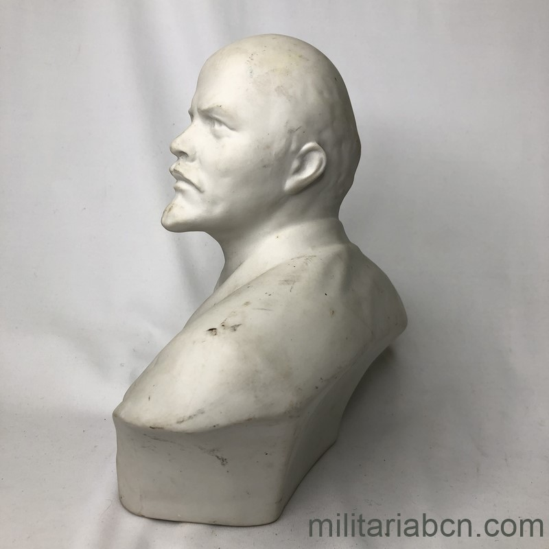Militaria Barcelona USSR Soviet Union. Bust of Lenin in porcelain. 20 cm tall left