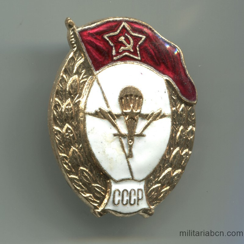 Militaria Barcelona Soviet Union  Insignia of the Military School of Skydiving.  70s-80s