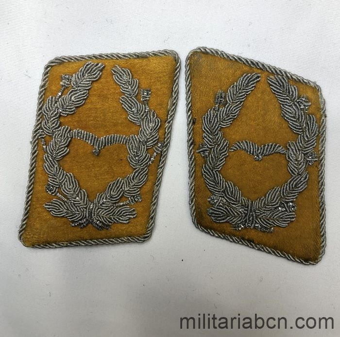 Germany III Reich. Pair of Luftwaffe Flight Staff Major collar badges. Luftwaffe Kragenspiegel für einen Major fliegende Truppe