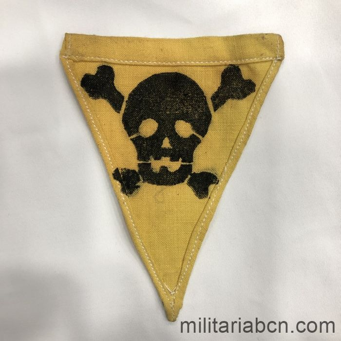 Germany III Reich. Minefileds signaling triangle. Printed cloth. 95 x 120 mm backside
