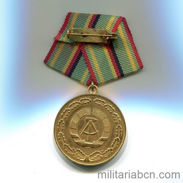 DDR Medal of Merit of Organs of the Ministry of the Interior. Gold version. Verdienstmedaille der Organe des Ministeriums des Innern rreverse