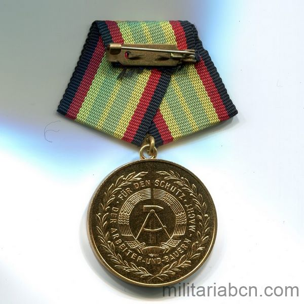 DDR Medal For Faithful Service in the National People's Army. Gold version. 15 years. Medaille für treue Dienste in der Nationalen Volksarmee ribbon reverse