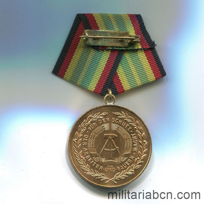 DDR.Medal For Faithful Service in the National People's Army NVA. Gold version. 20 years. Medaille für treue Dienste in der Nationalen Volksarmee. ribbon reverse