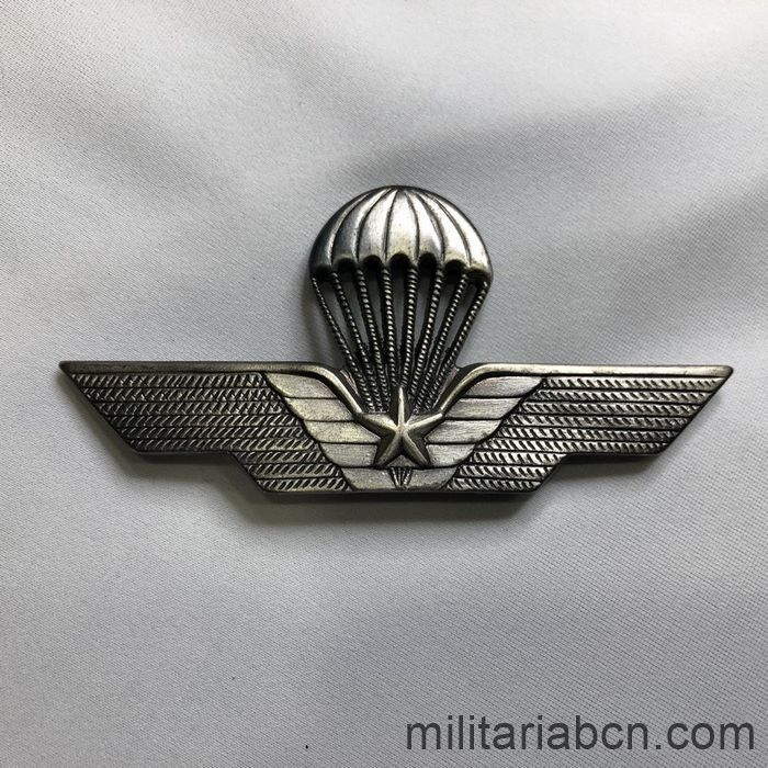 Italy. Paratrooper wing. Model with star. With needle.