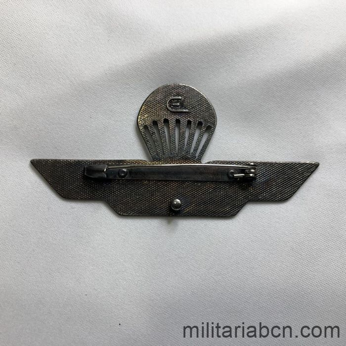 Italy. Paratrooper wing. Model with star. With needle. reverse