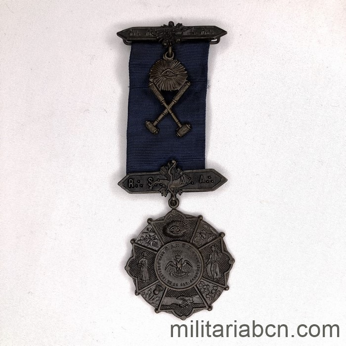 Italy. Masonry. Masonic Medal of the 33rd Degree of the Grand Loggia Madre C.A.M.E.A. Lodge created in 1958